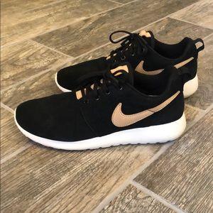 Nike Roshe One premium black suede tan 7.5